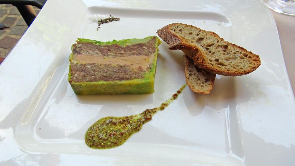 Marbré de boeuf et foie gras, vinaigrette à l'estragon