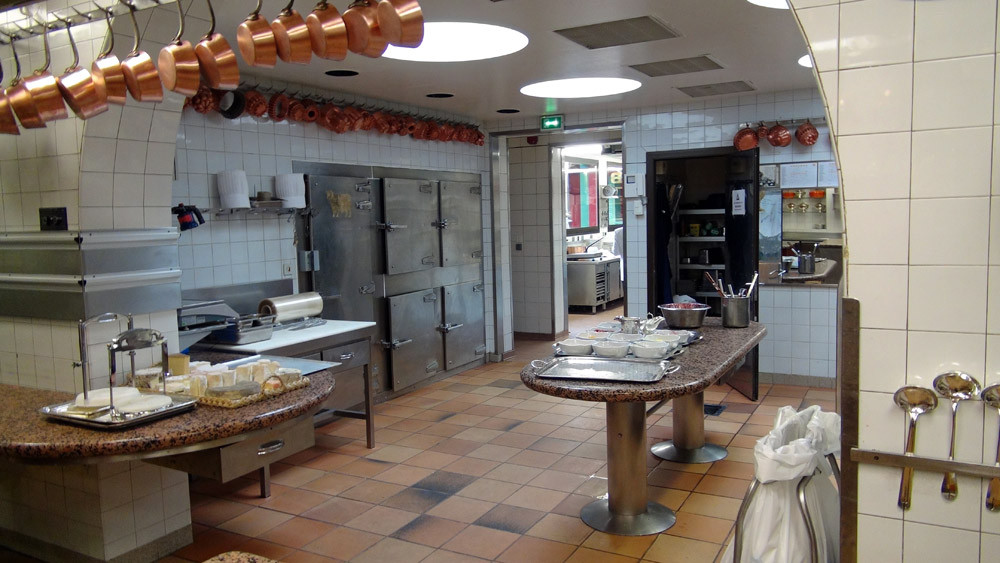Les cuisines vers 16 heures