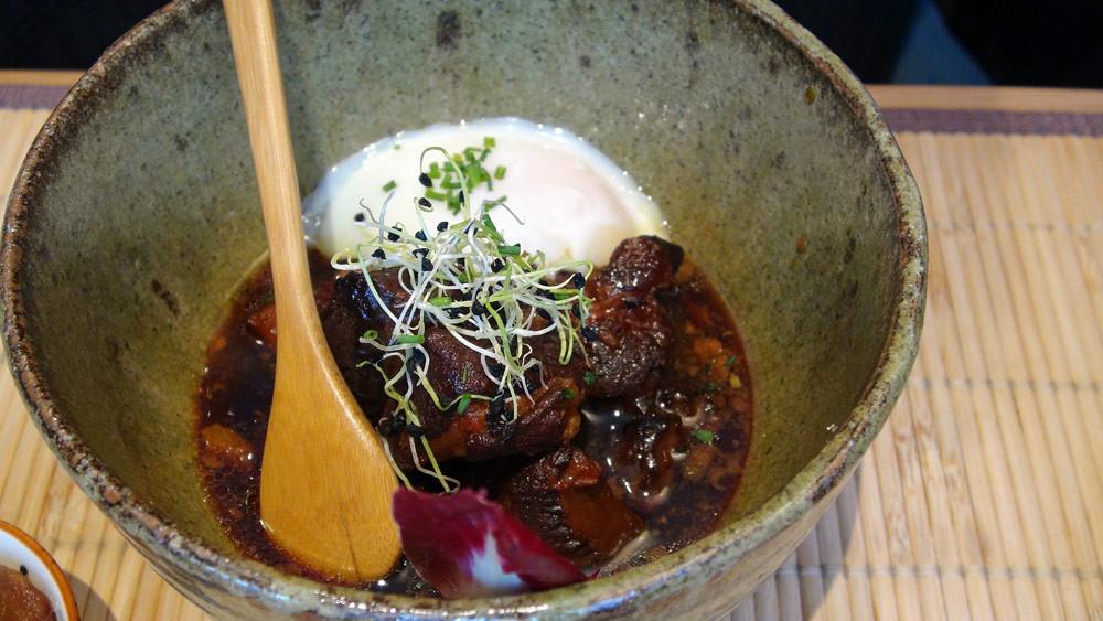 Butanokakuni (rillons japonais dans son jus, œuf mi-cuit - porc roi rose de Touraine)