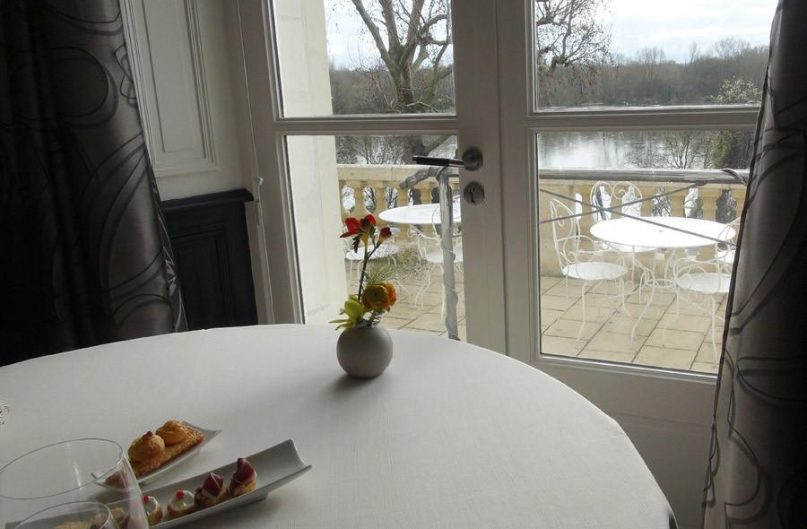 Table N° 8 avec vue sur la Loire