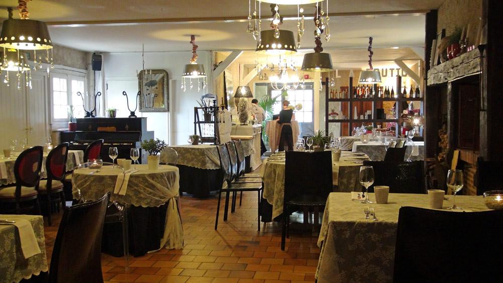 La salle à manger, vue du fonds