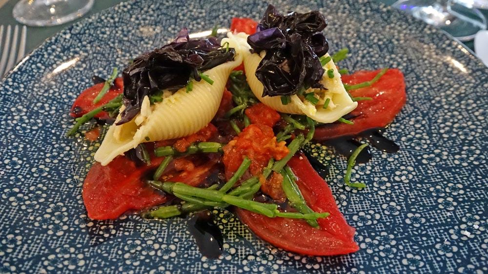 Conchiglionis céleri/crabe et tomate coeur de boeuf