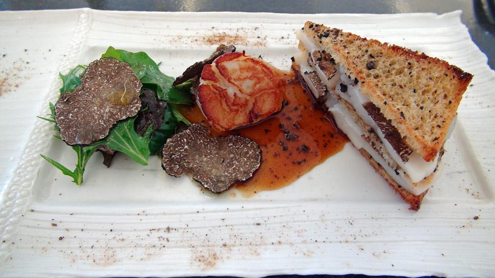 Saint-Jacques et truffe incinatum en club sandwich