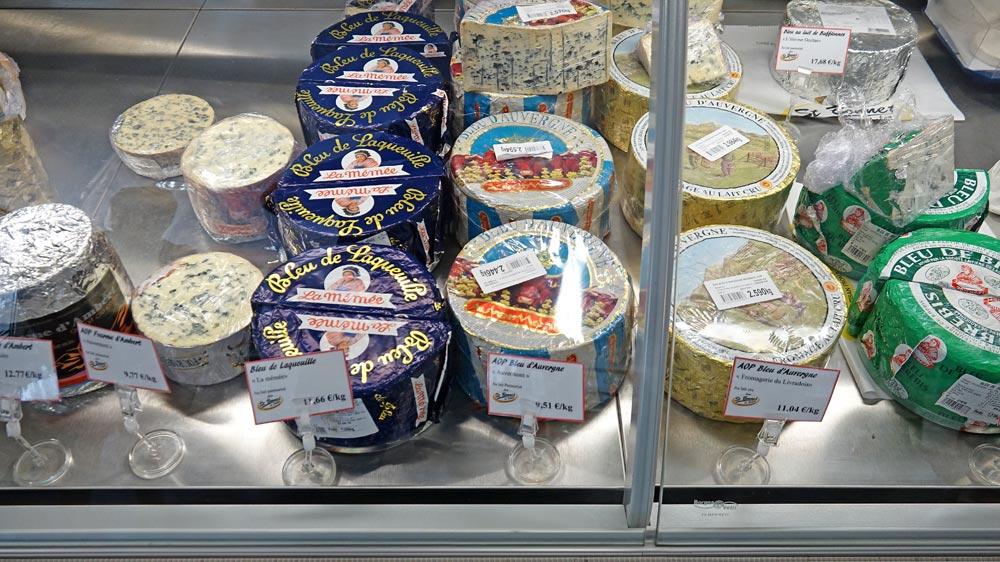 Autres fromages d'Auvergne proposés : Bleu de Laqueuille et Bleu d'Auvergne au lait pasteurisé - Bleu d'Auvergne au lait cru