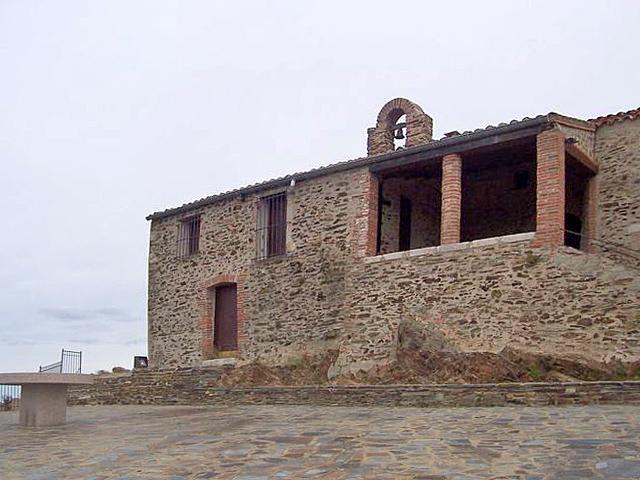 L'Ermitage Força réal - Crédit photo : www.les-pyrenees-orientales.com