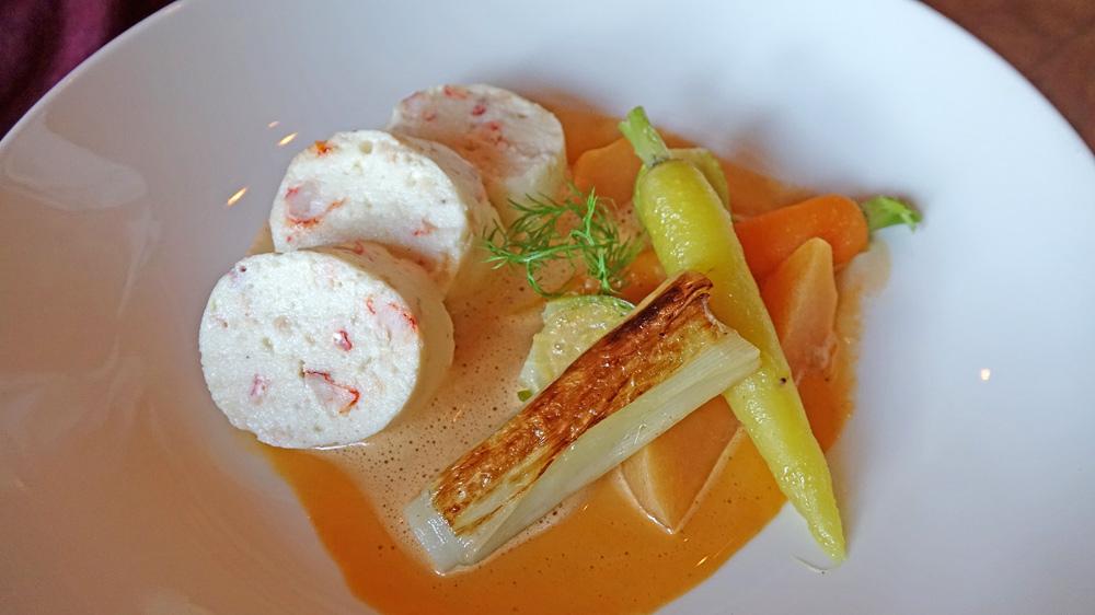 Quenelle de merlan et homard, bisque de homard, carottes et navets d'Eric Roy