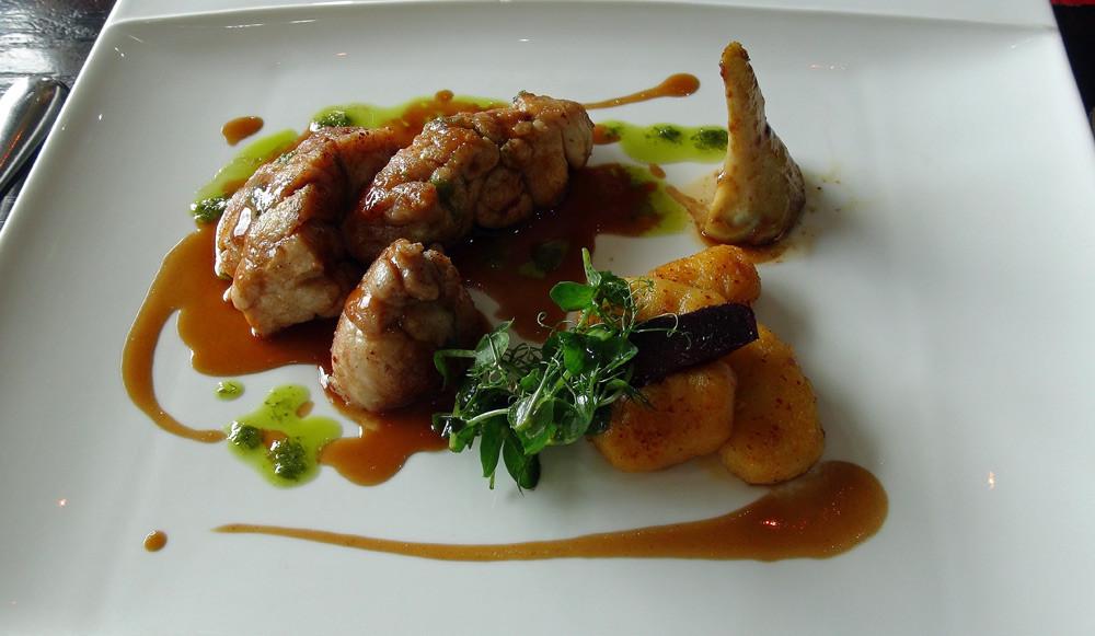 Ris de veau poêlés, artichauts poivrade et gnocchi au piment d'Espelette