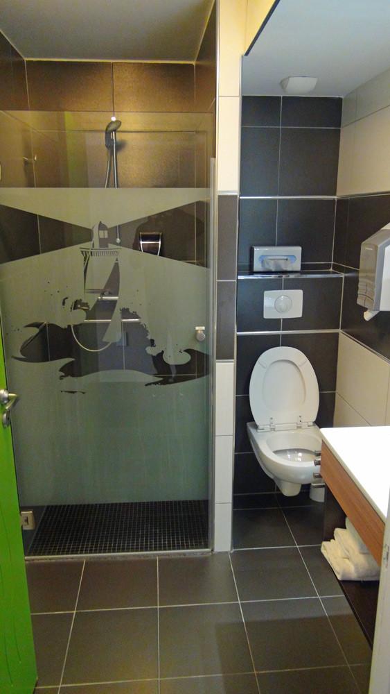 La salle de douche et wc