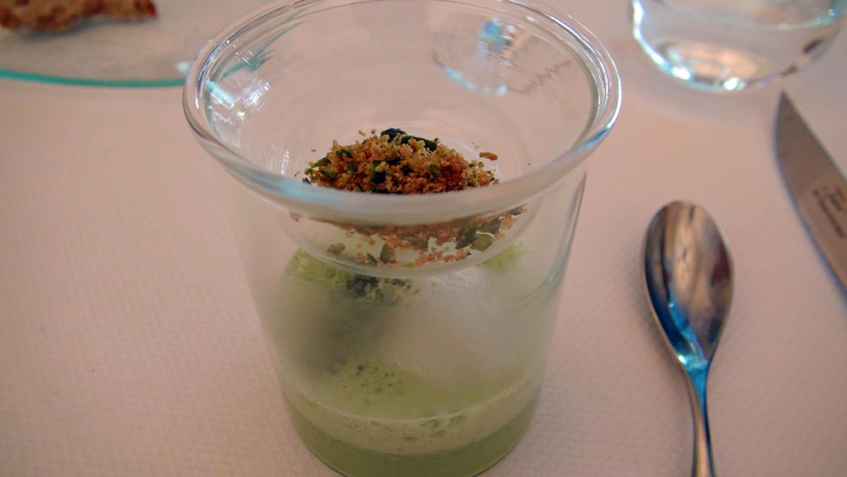 Crème de poireaux à l'huile de pistache poudrée de thé matcha