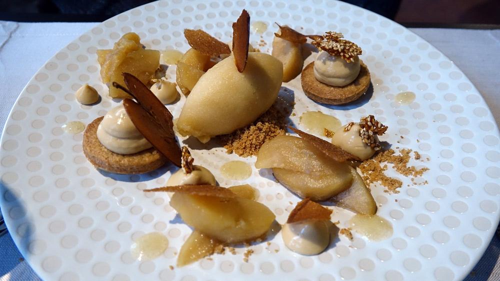 La Pomme de Mont-Prés-Chambord, pommes cuites à basse température, sablé spéculoos, crème Dulcey, sorbet cidre fermier
