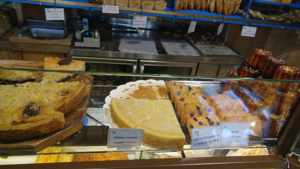 """Gâteaux, dont le fameux """"Gâteau nantais"""""""