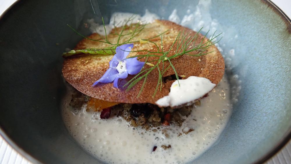 Oeuf sarazin, fine crêpe de sarazin et lait ribot