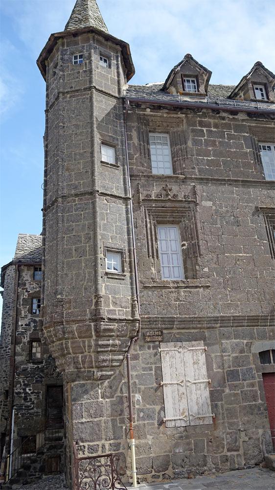 Maison de Salers - Rue des Templiers