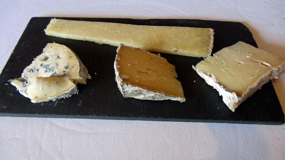 Fromages choisis : Salers tradition - Tomme de montagne - Saint-Nectaire - Fourme d'Ambert