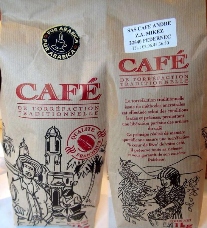 Café ... rassurez-vous, il est servi liquide et dans une tasse