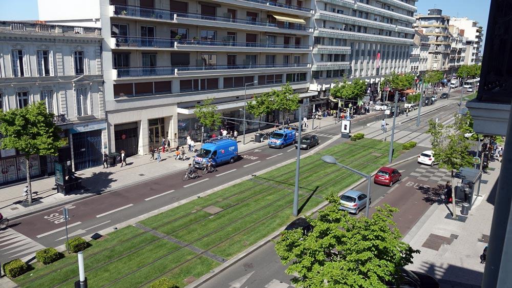 La vue sur la droite sur le boulevard du Maréchal Foch