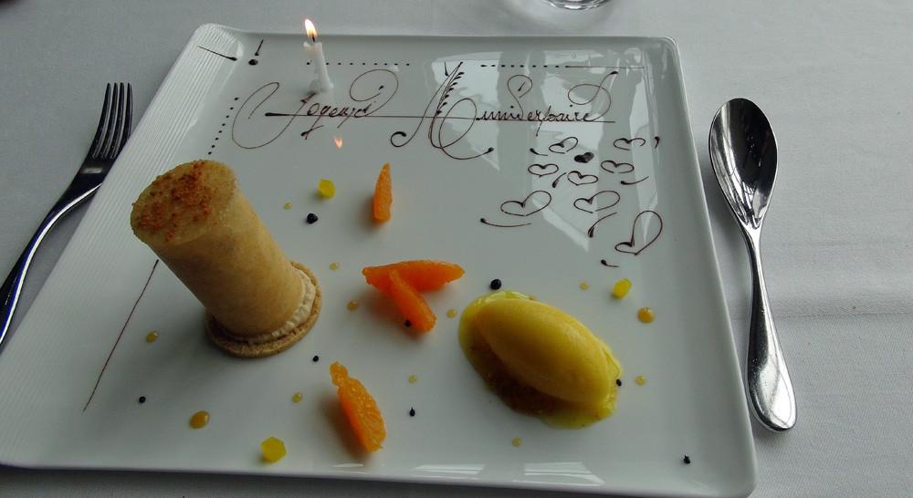 Dans une coque en sucre, une mousse légère au spéculos, une mandarine glacé pour adoucir.