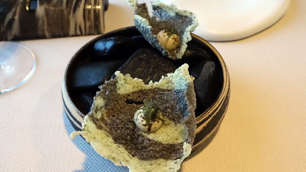 Deuxième série d'amuse-bouche : Friture d'algues vertes et Crème d'huître de Noirmoutier