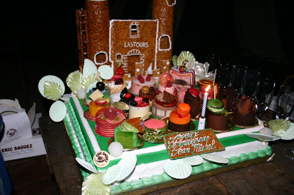 Gâteaux d'anniversaire et son Château de Lastours en nougatine