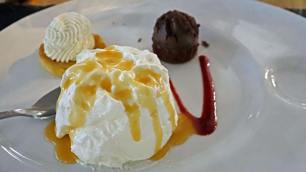 Café gourmand : Petit crêmet d'Anjou, mini moelleux chocolat, mini Tatin et café