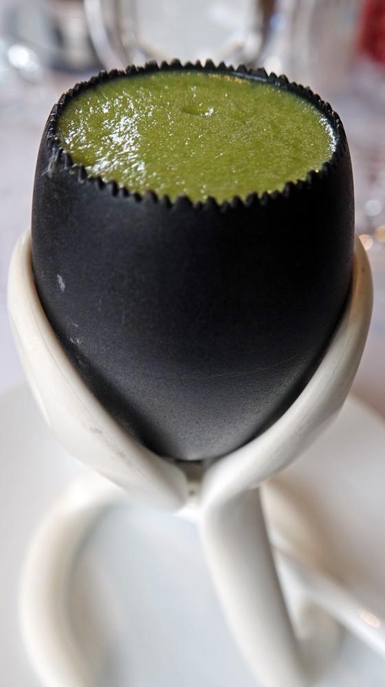 Patience : Jaune d'œuf, moutarde à l'estragon, dés d'asperge blanche et émulsion d'asperge verte