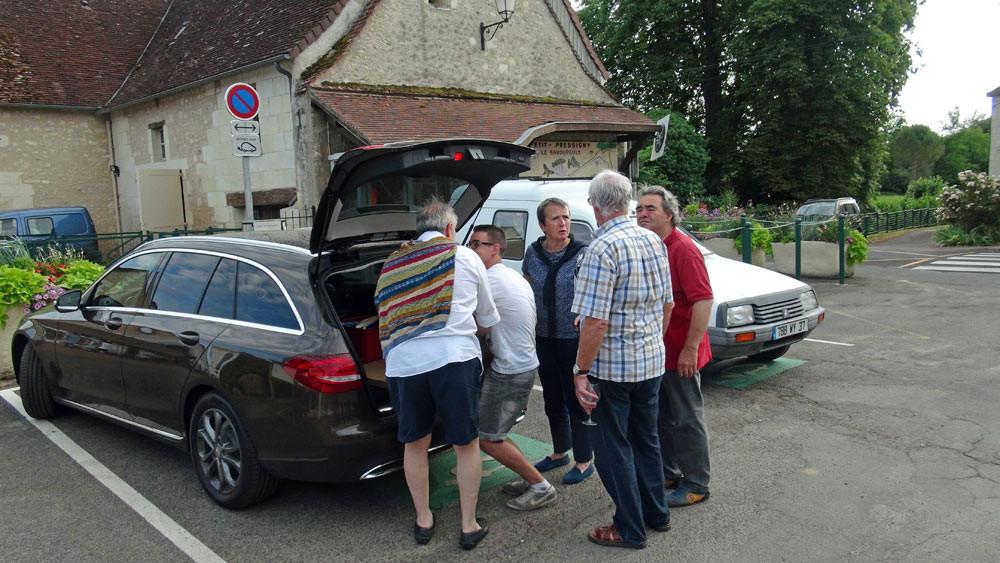 """L'arrivée en direct des fameux """"Broyés du Poitou"""" de chez Goulibeur, avec accueil royal de Jacky Dallais"""
