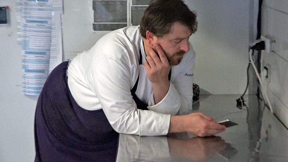Olivier Bellin en cuisine, après le coup de feu !