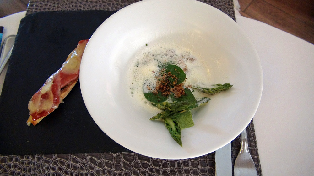 Royale d'asperges vertes, mousse de bacon