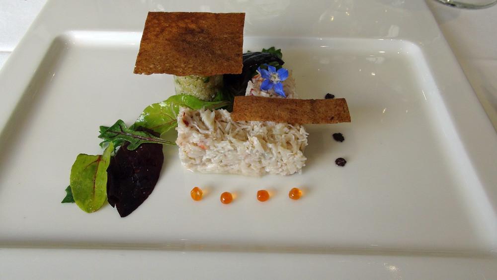 Chair de tourteau, galette de blé noir, semoule de légumes d'été