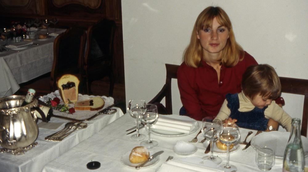 Auberge de l'Ill le 15 octobre 1980, le déclic pour les photos à table ! A gauche, le fameux foie gras d'oie en brioche.