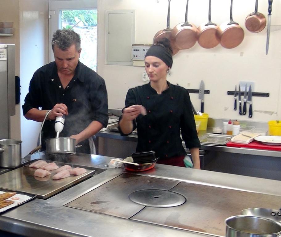 """Préparation du """"bouillon moussé de soja pour le Bar"""