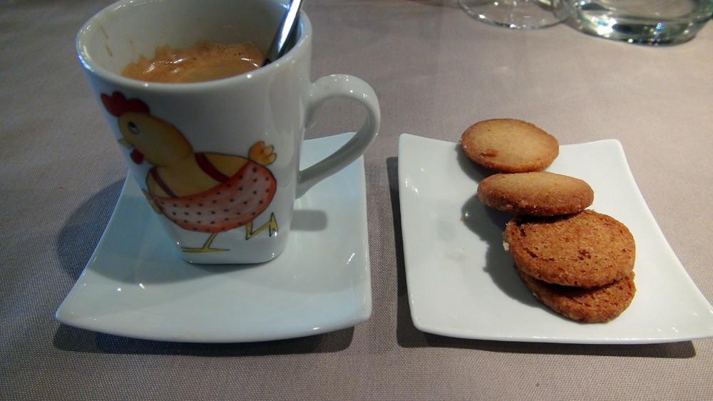 Café (pas terrible) et ses petits sablés bretons maison