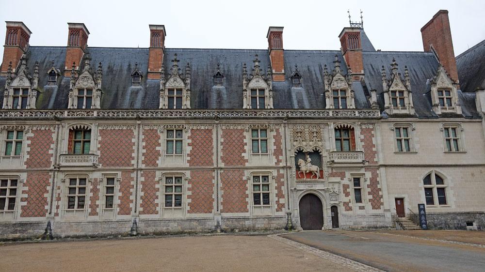 Le Château vu de la place du Château !