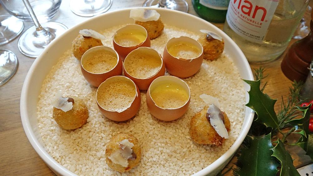 Brouillade d'œufs de Touraine siphonnée/bouillon de poule truffé et  Arancino (et non arrancini !) truffe/parmesan