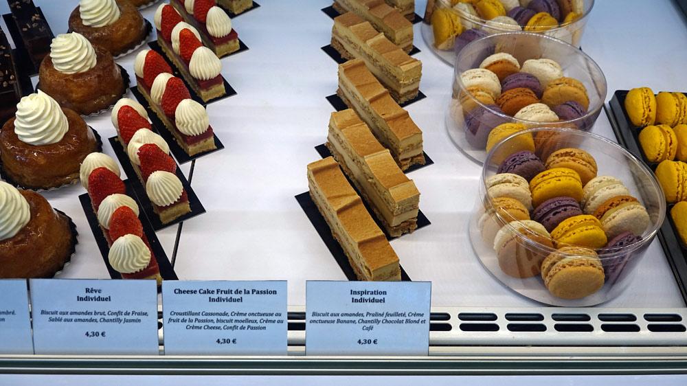 Gâteaux individuels et macarons