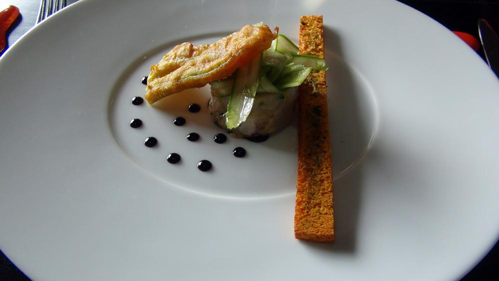Fraîcheur de langoustines à la mangue, graines de grenadine, toast Basilic