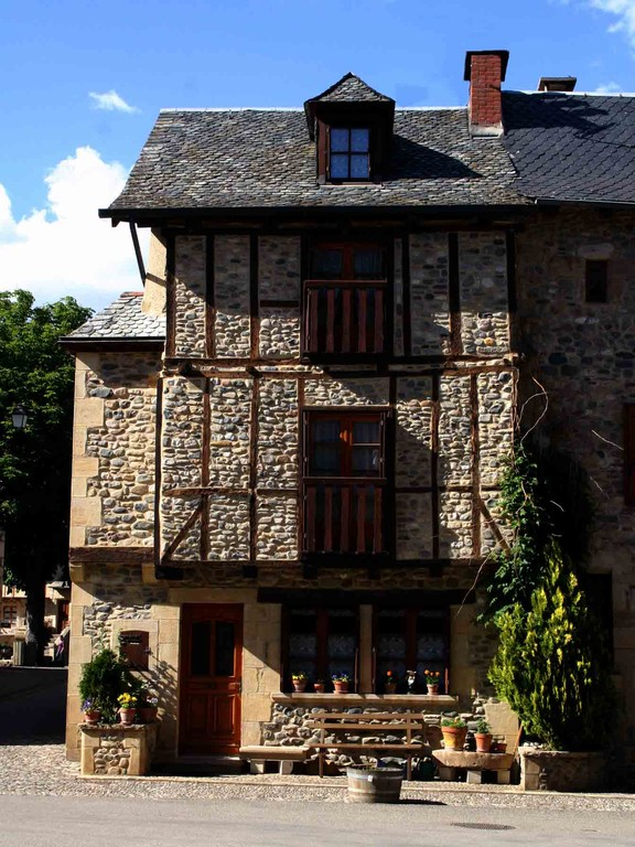 Sainte-Eulalie d'Olt, une maison à colombages