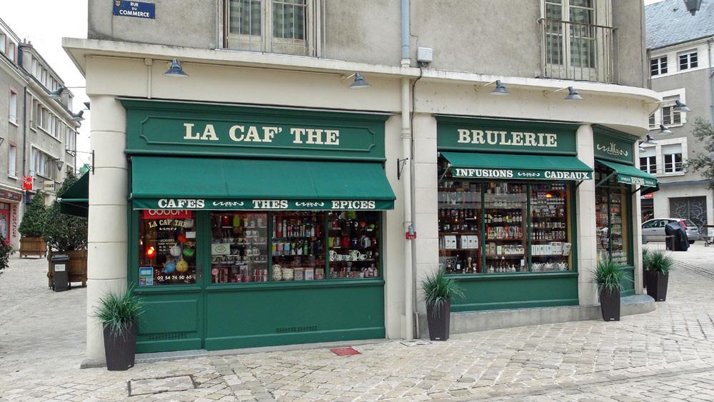 La façade (rue du Commerce)