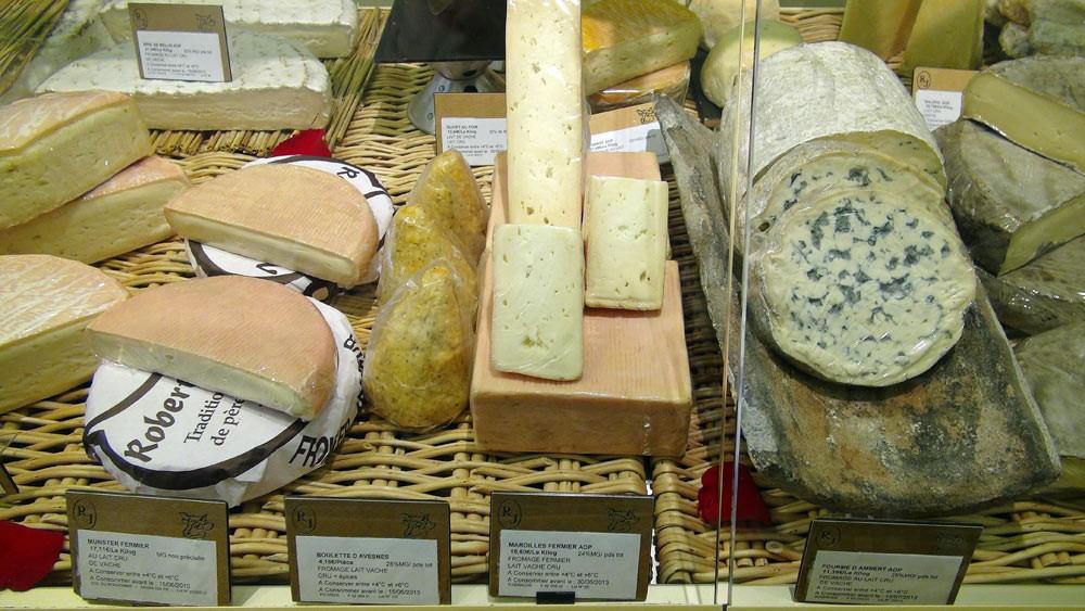 Munster fermier, Boulette d'Avesnes, Maroilles fermier et Fourme d'Ambert ... au lait cru