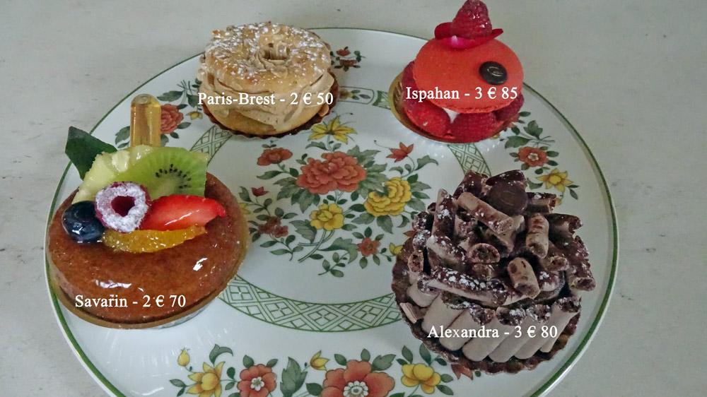 Les petits gâteaux achetés : Savarin - Paris-Brest - Ispahan - Alexandra