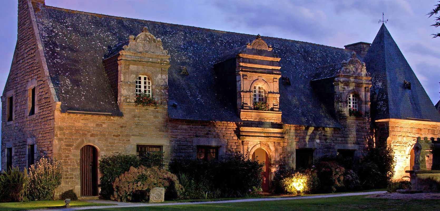 Le manoir Renaissance de nuit - Crédit photo : Domaine Rochevilaine