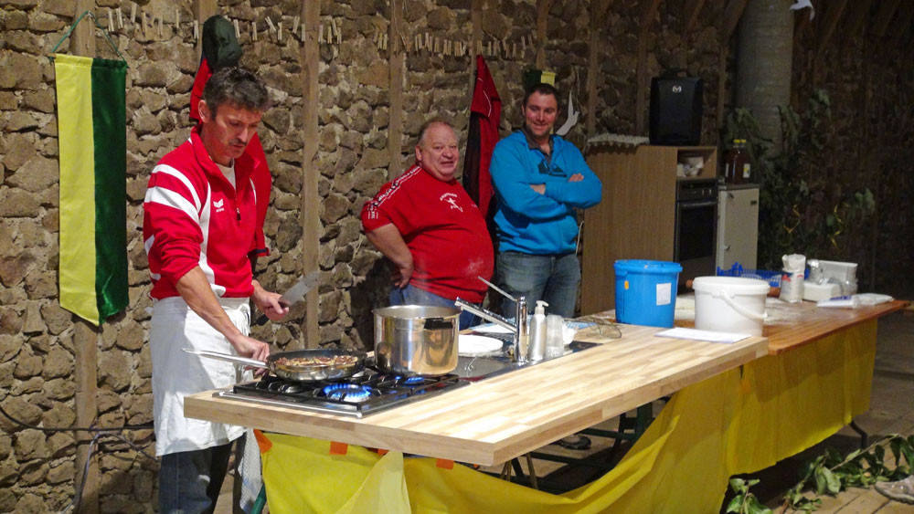 Démonstration de cuisine alsacienne : cuisson de la Fleichnacka