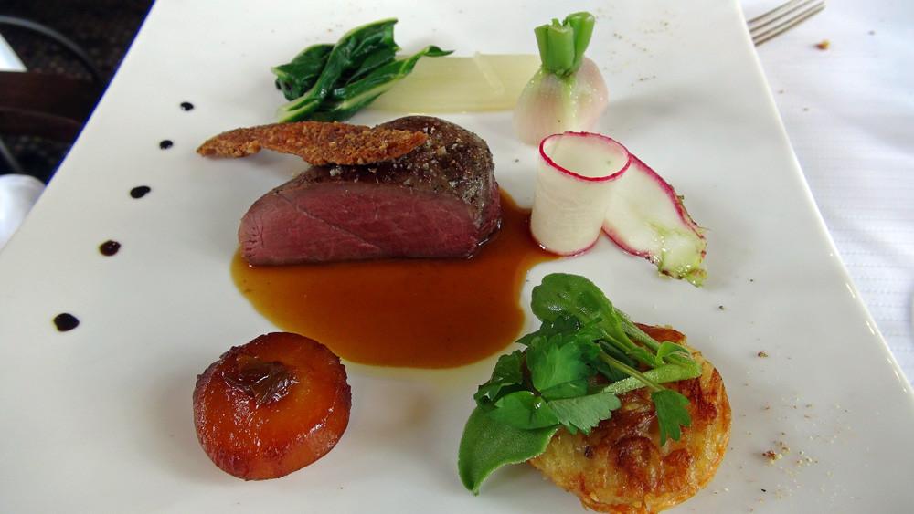 Filet de canette rôtie, la peau craquante, genièvre, orange et poivre
