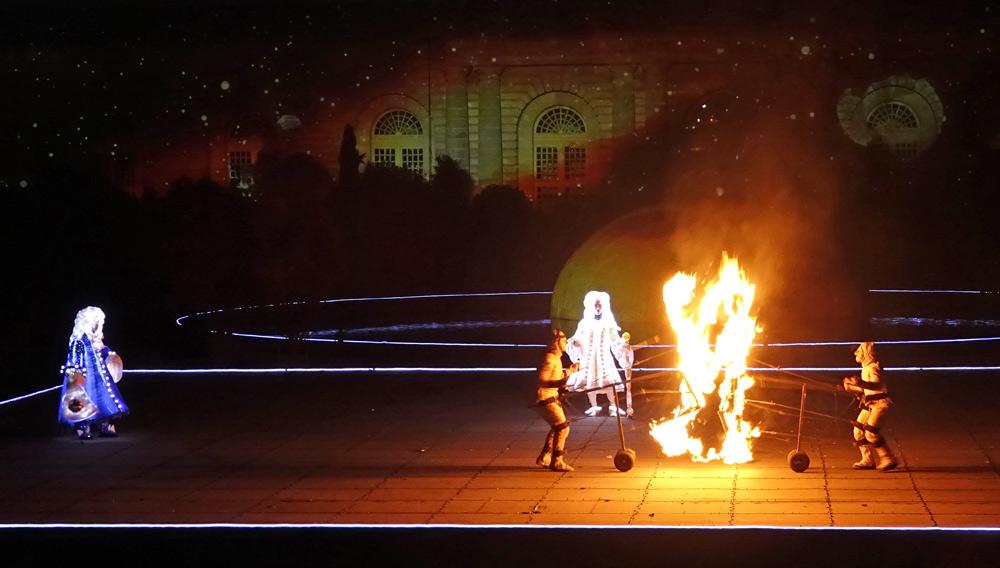 Mannequins articulés en feu