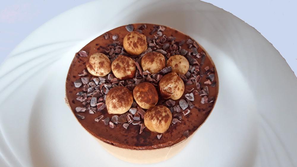 Dessert Pascale : Mousse au chocolat Valrhona et noisettes torréfiées