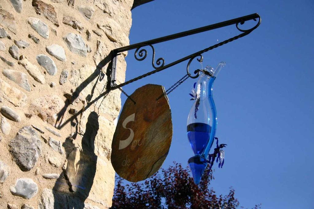 Sainte-Eulalie d'Olt, l'enseigne de Yann, souffleur de verre