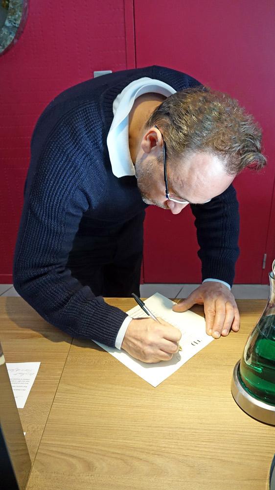 Thierry Drapeau à la signature du menu dédicacé