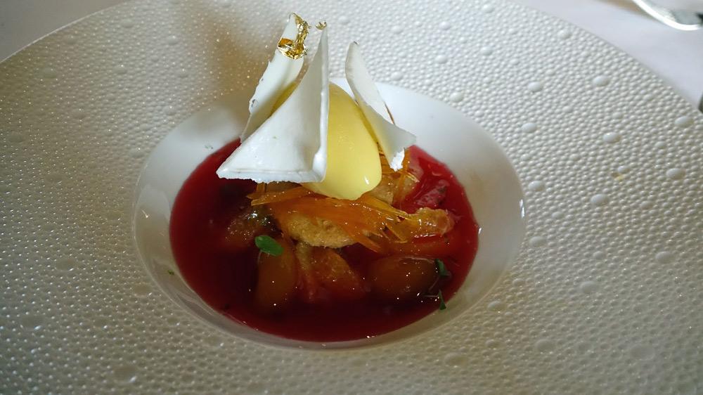Les agrumes, en soupe, segments confits, parfum floral, sorbet au citron Kalamansi