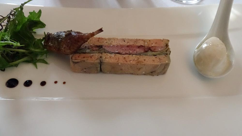Pressé de foie gras (canard ?*) et de caille rôtie, artichaut et sorbet coco de Paimpol
