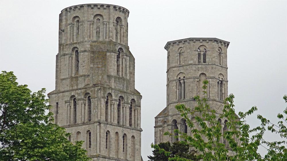 Les 2 tours de l'église Notre-Dame